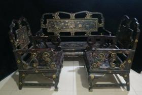 包老漆器椅子三件套长椅高95厘米,长1米35,宽50厘米两侧椅子  高94厘米,长64厘米,宽50厘米