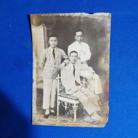 民国商界男子合影照片三张