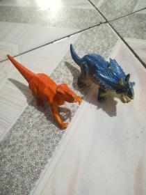 恐龙玩具2个
