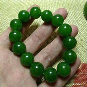 绿碧玉手链菠菜绿手链,非常水润,温润如女人肌肤,绿色是希望的象征,可遇不可求值得永久收藏