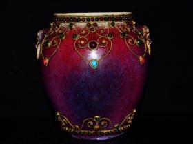 清雍正年霁红镶嵌宝石纹狮头罐