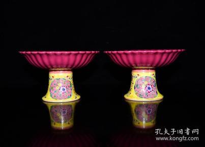 清乾隆年粉彩花卉纹胭脂红多棱果盘
