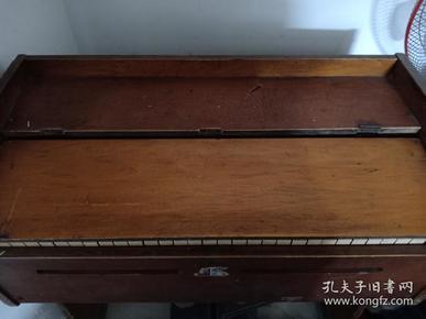 星海牌木制脚踏风琴