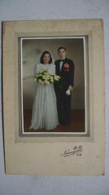 """民国时期""""南京新都-拍摄彩色结婚照片""""一张(原硬纸专用托贴、包老)"""
