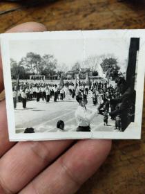 六七十年代南京大学――体运会颁奖典礼照片