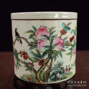 大清同治年制底款,手绘粉彩寿桃花鸟图蛐蛐罐一个;高10.7cm宽11.5cm