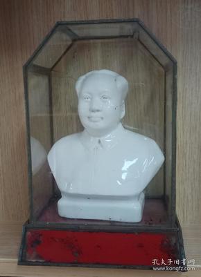 文革山西清流瓷出品-----壶关县-----《毛主席小瓷像》-----带原玻璃罩-----虒人荣誉珍藏