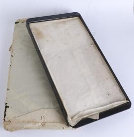 漆盘一件(七八十年代 出口创外汇 工艺品精品;器呈长方形,直口,浅壁,平底,底部及边缘呈黑色)HXTX101330