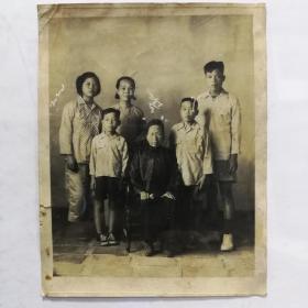 民国家庭不同时期三幅合影照片,见证记录成长