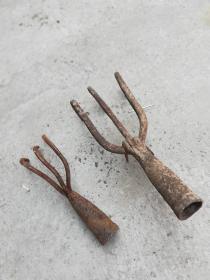 农具;带刺的农具2个松土用