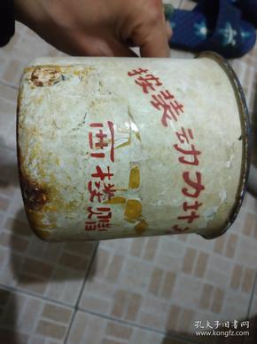 一个破旧的搪瓷缸:按装动力计量柜留念。