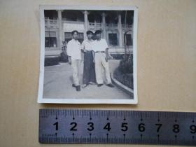 老照片【50年代,华南工学院教学楼前】