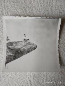黑白老照片(无限风光在险峰)