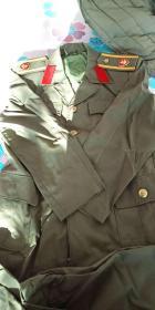 老的 女式军装(可能文工团的 不认识) 一套(上衣 裤子 裙子) 合售 几乎全新