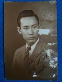1948年魏庆深赠地下党员卢彬朗肖像照片