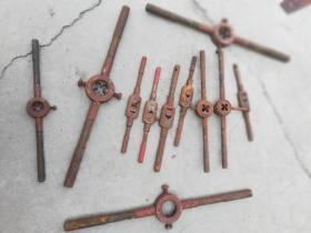 工具;紧螺丝丝口用的用具大小11件