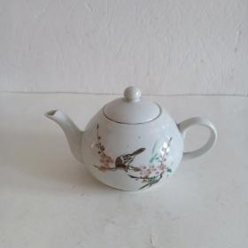 手绘【喜鹊登梅】图案小瓷茶壶一把