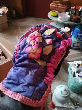漂亮清代刺绣花卉童帽