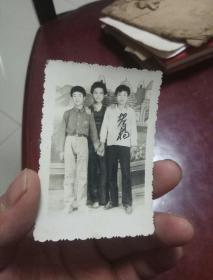 七八十年代老照片一张《少年》合影  7---5cm