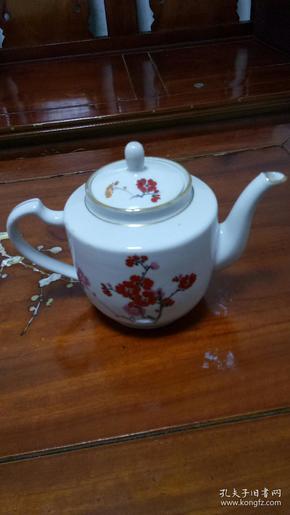 手绘红梅图茶壶