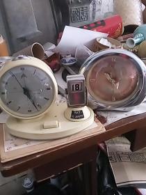八十年代左右{老闹钟}两个{金属机芯正常使用}