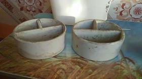 两个 装颜料 的瓷器 老的