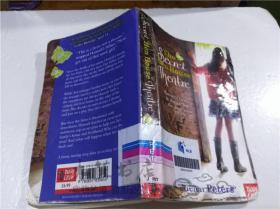 原版英法德意等外文书  The Secret Hen House Theatre Helen Peters nosy crow 2012年 32开平装