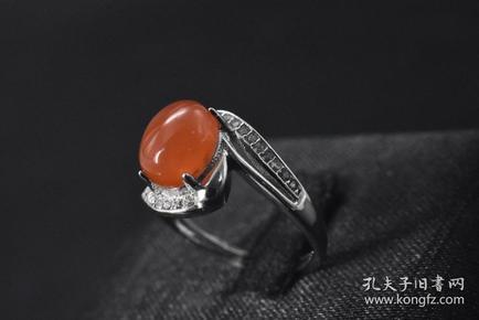 (P2839)《925银南红戒指》一枚 纯天然 南红戒面尺寸:9.2*7.4mm 戒指大小可调整 总重量3.1g 。