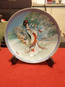1992年姜学炳手绘,限量皇家景德镇瓷器,阳雨伞倩女集之《鲁妹》瓷盘