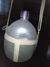 60--70年代的薄壁纯铝军用水壶(特大个)