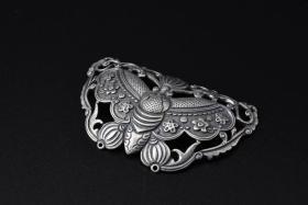 (P1468)《藏式风格925银饰品》一件  蝴蝶形状  尺寸:6.1*3.5cm  重量:13.5克