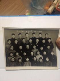 老照片!恰同学少年,风华正茂!同学32人合影!当年的学生都是革命青年!每个人都佩戴毛主席像章!好品相!难得!