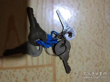 铜杂项收藏七八十年代使用过的3铜钥匙和浦江牌铝钥匙