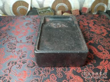 老寿山艾叶绿硕桃纹砚式笔洗。古朴端方,厚实有质。赏珍。