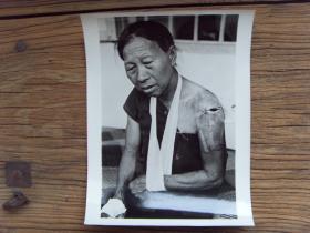超大尺寸老照片:【※ 1979年,对越自卫反击战----受越南迫害的华侨,回到祖国广西东兴市东兴镇 ※】