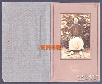 民国老照片,握着折扇的乡绅