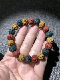 """纯天然巧色玛瑙原石手链""""花瓣""""玛瑙原石雕刻,多彩搭配,古朴沧桑,历经亿万年的玛瑙原石,玛瑙手链中之珍品,可遇不可求,难得一见"""