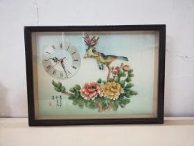 精美的文革花鸟纹贝雕画电子钟