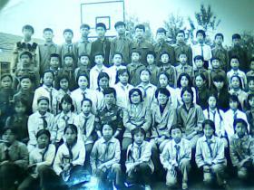 8寸黑白照片齐齐哈尔市育英小学五年一班全体师生合影