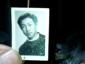 1寸黑白照片 男青年。