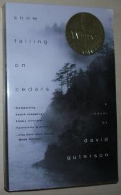 英文原版获奖小说 Snow Falling on Cedars / Paperback – 正版未删节 Unabridged, 1995 by David Guterson  (Author)