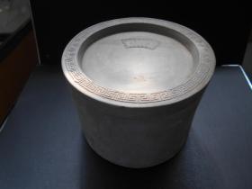 【灰陶蛐蛐罐,李根荣制】直径12.5,高9.4厘米