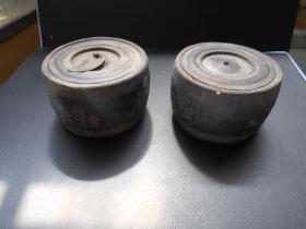 """清代【杨桂芬造""""金屋藏堪听,牙笼斗欲赢""""小蛐蛐罐一对】直径7.6,高4.9厘米"""