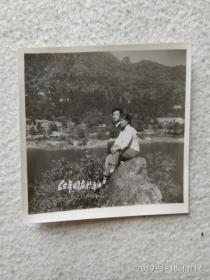 黑白老照片(65年国庆与泰山)