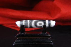 天珠至純天珠真正的老天珠二眼天珠極為稀有難得堪稱絕世珍品,古樸神韻滄桑自然包漿醇厚沁色自然鬼斧神工是天珠中的神品收藏之極品實施罕見