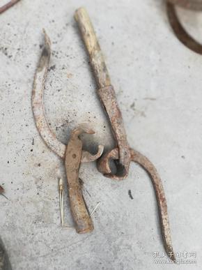 农具;棉花钳子2个一个有木柄一个无有