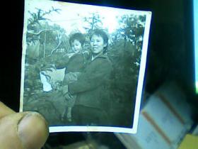 1寸半黑白照片 母女