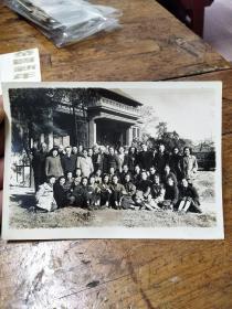 1948年金陵女子大学――老师和学生合影照片