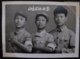 文革时期老照片,原照--国庆留念--收藏夹相册