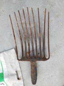 农具;铁叉一个九齿